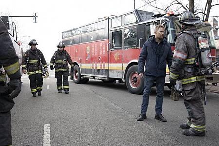 Chicago Fire 8x15 (11).jpg