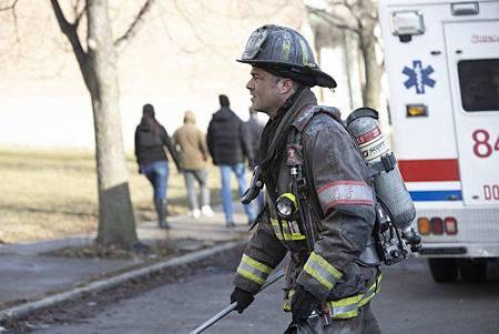 Chicago Fire 8x15 (12).jpg