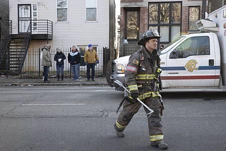 Chicago Fire 8x15 (14).jpg