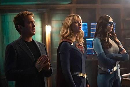 Supergirl 5×13(100th) (10).jpg
