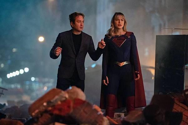 Supergirl 5×13(100th) (1).jpg