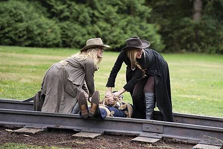 Legends of Tomorrow 5×6 (4).jpg