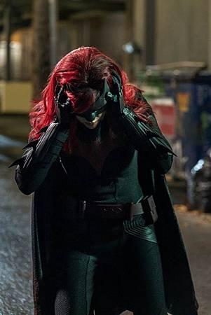 Batwoman 1×16 (5).jpg