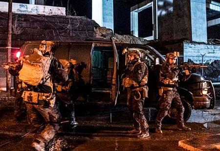 SEAL Team 3x16-01.jpg