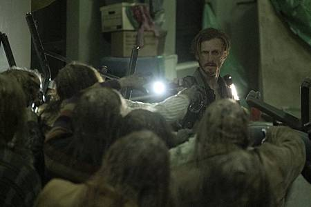Fear The Walking Dead S6 (15).jpg