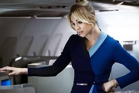 The Flight Attendant 1×1 (2).jpg