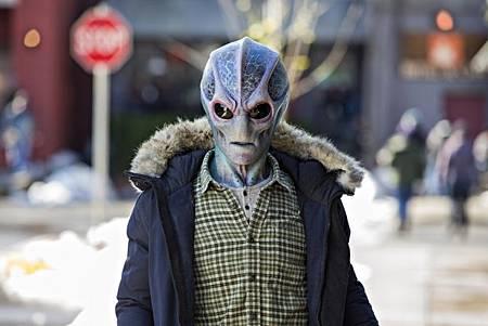 Resident Alien S01 (2).jpg