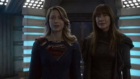 Supergirl 6×4 (1).jpg