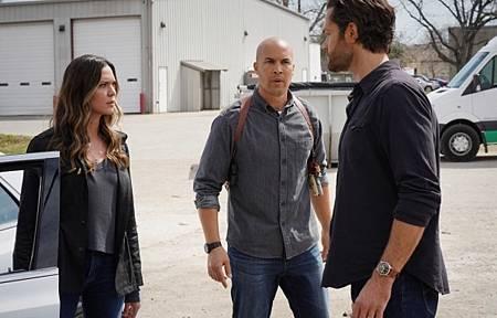 Walker 1x09-06.jpg