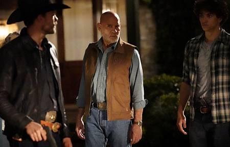 Walker 1x13-07.jpg