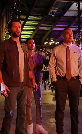 Walker 1x16-03.jpg