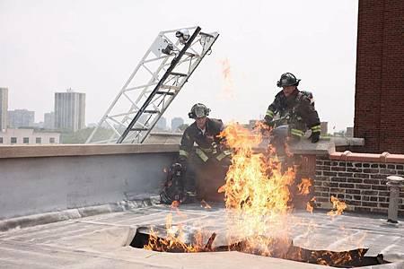 Chicago Fire 10×1 (20).jpg