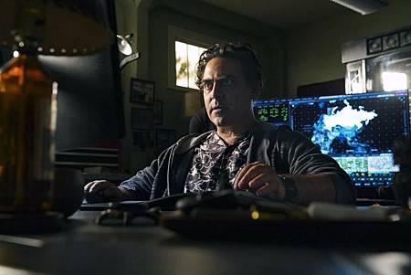 NCIS Hawaii 1×1 (9).jpg
