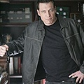 Lights_Out_S1_Holt_McCallany_004_tn.jpg