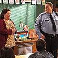 mike-and-molly-13_tn.jpg