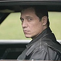 Lights_Out_S1_Holt_McCallany_003_tn.jpg