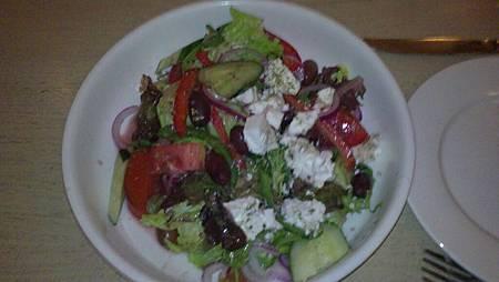 找了一家看不懂菜單的希臘餐廳~沙拉HK58