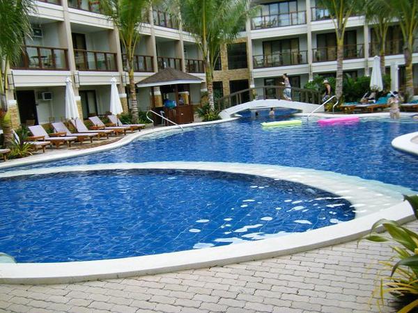 號稱擁有長灘島最大的游泳池