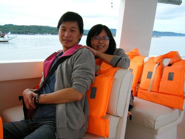 船上小菲菲很熱情的幫我們拍