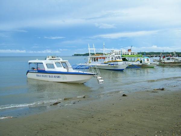 準備搭遊艇過去長灘島