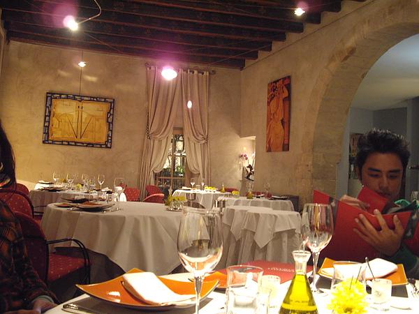 8~Restaurant Christian Etienne-(米其林一星餐廳)點餐中.JPG
