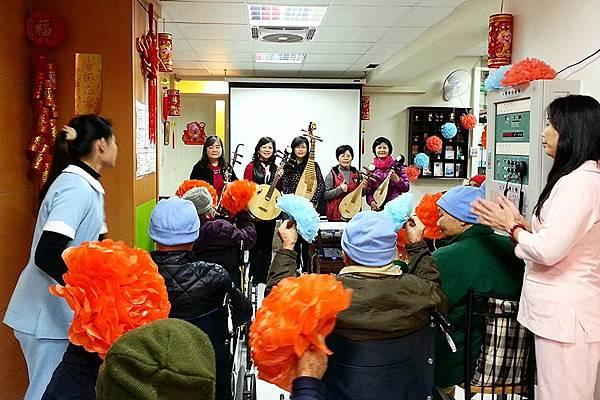 104天成醫院志工隊表演 (1)