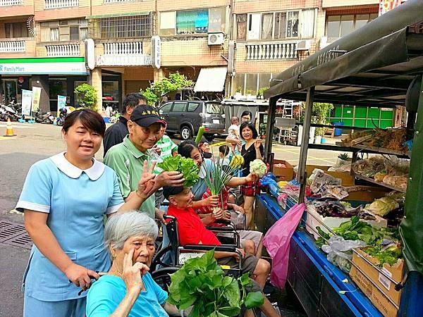廠商每日送來新鮮蔬果 (6)