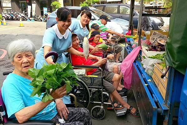廠商每日送來新鮮蔬果 (4)