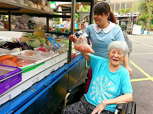 廠商每日送來新鮮蔬果 (3)