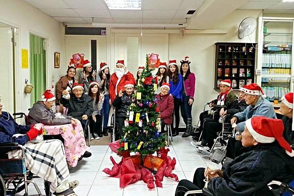 明新科大學生伴長者歡度聖誕節 (5)