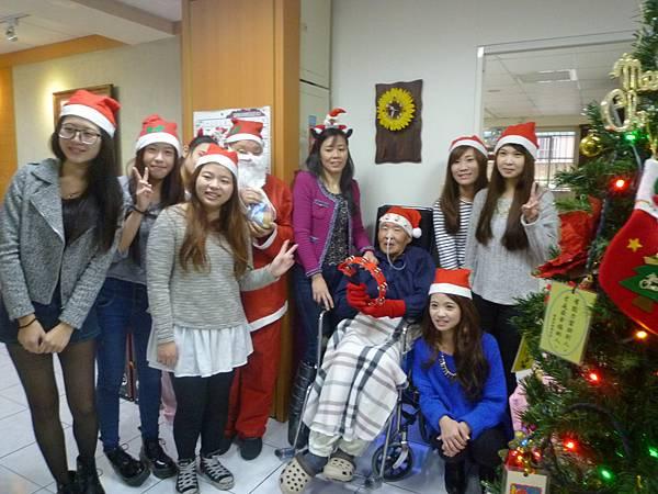 明新科大學生伴長者歡度聖誕節 (1)