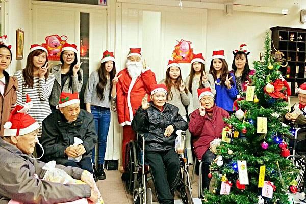 明新科大學生伴長者歡度聖誕節 (6)