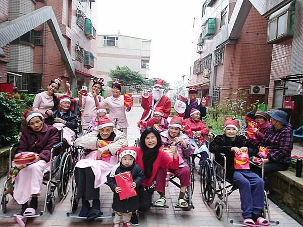 108-12-24聖誕節與社區同樂_191226_0007.jpg