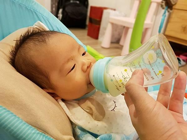 倍特曲線玻璃奶瓶