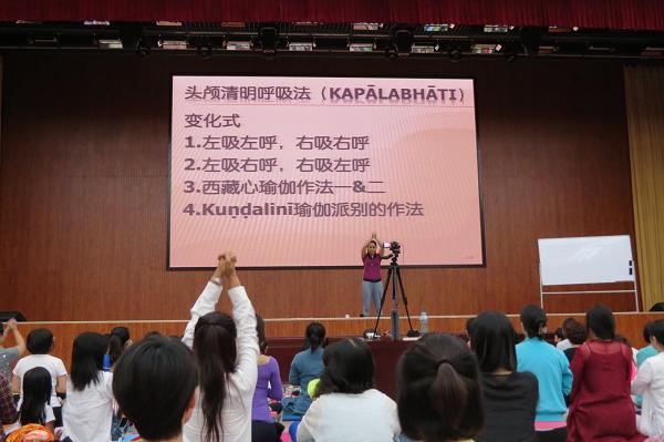 邱顯峰昆明瑜伽呼吸法與身印法教師認證班精采回憶2-37