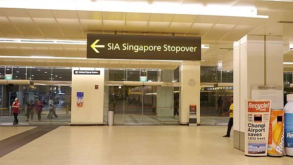 新航假期所有優惠券&接送機都要到這櫃台