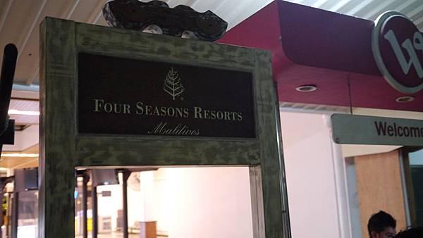 四季的接待櫃台~晚上是人直接站在接待室等你~不用自己報到拉