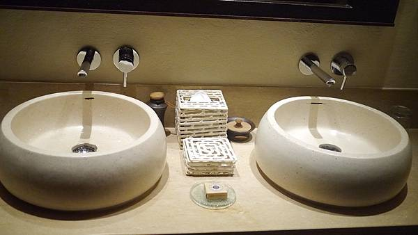 雙人洗手台