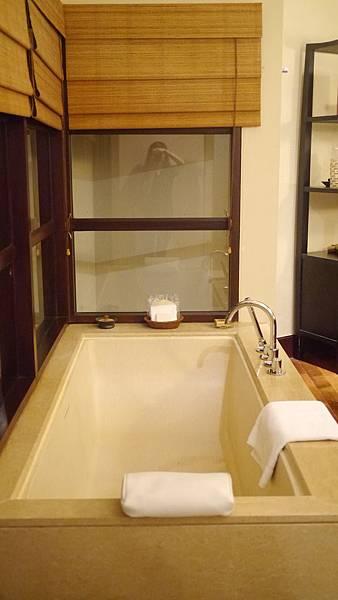 這浴缸比landaa的小一點