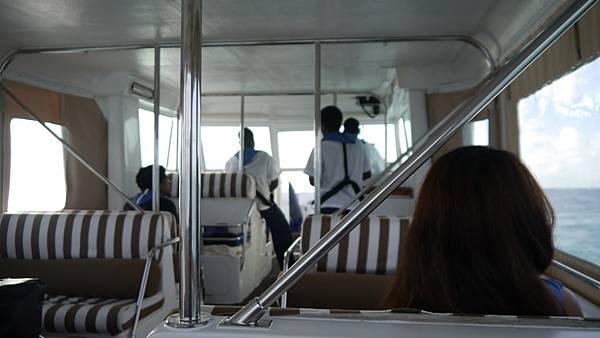 最後一天下水上飛機後搭船回KUDA