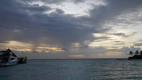 夕陽西下的碼頭