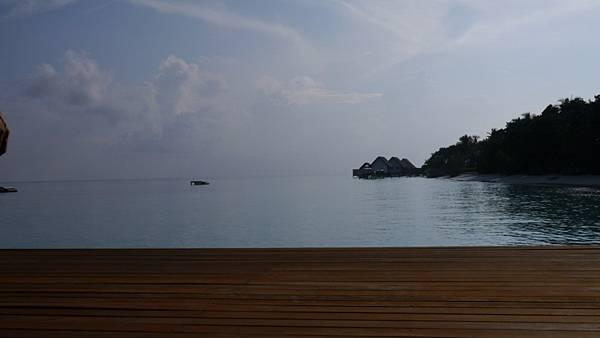 面對著片海做瑜珈~真