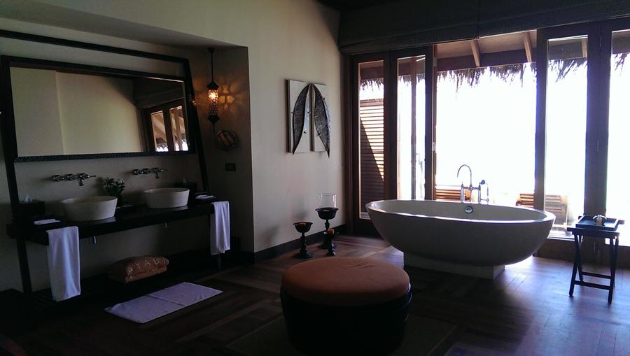浴缸跟大圓椅