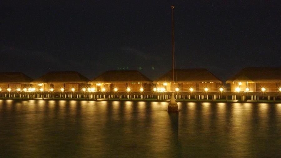 夜晚的水屋