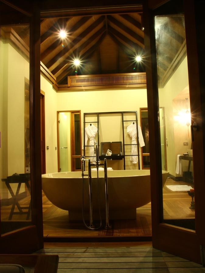 好大的浴室