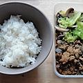 1104 今天午餐有兩道菜--蘑菇炒高麗菜+魚香茄子