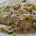 白醬花椰菜雞肉蘑菇麵