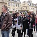 排隊等著去看Roman Bath