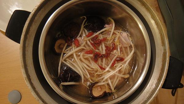 香菇雞湯豆芽菜飯