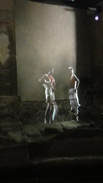 用投影片重現當年羅馬壯男沐浴的英姿